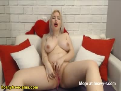 Blonde Cutie Gets Nasty And Finger Live