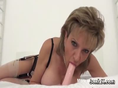 Cheating english mature lady sonia displays her huge balloon