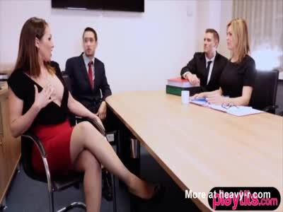 segretaria bionda in calze scopata duro in ufficio