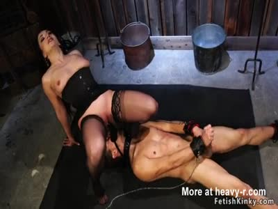 Mistress Forces Face Sitting