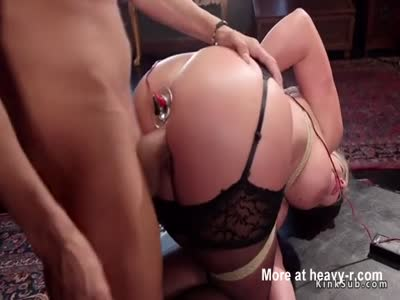 Teen gets ass to mouth fuck in threesome