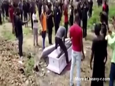 Thugs Steal Dead Corpse in Africa
