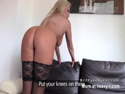 agente britannico sbatte big ass bionda