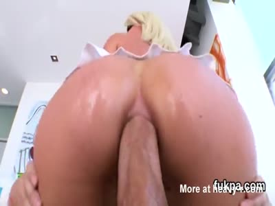 Stunning babe pops out enormous arse and gets asshole plowed