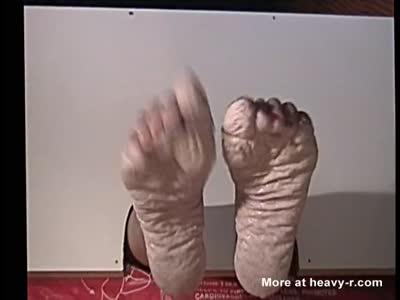Bianca's wet pruney feet torture