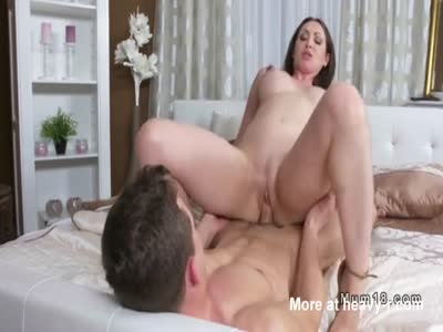Mom Gets Pussy Cumshot