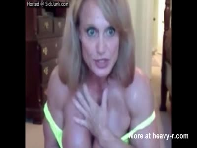 Female Bodybuilder Shows Boobs