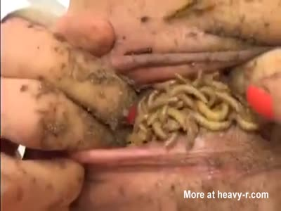 Maggots in pussy