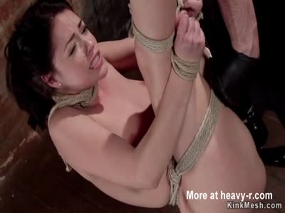 Babe Reaches Orgasm In Brutal Bondage