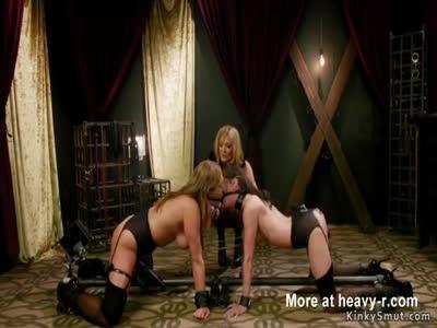 Lesbian sluts anal fucked in threesome