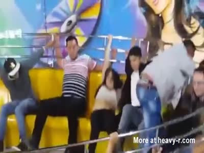 Girl Loses Pants In Fair Ride