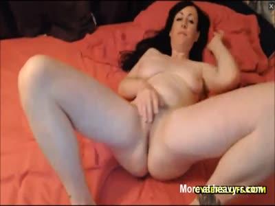 Lovely Brunette Going For Morning Orgasm