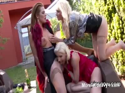 Lesbian Lick And Piss Threesome