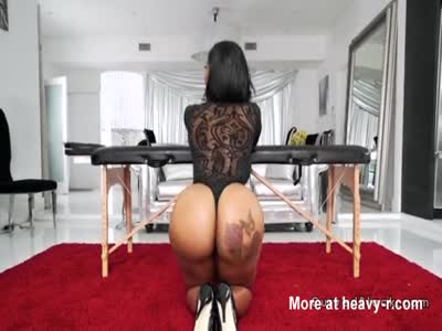 Masseur bangs huge butt ebony babe