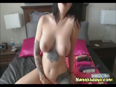 Gorgeous Babe Loves Toying Her Pussy