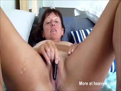 Sexy Cougar Virbating Her Pussy