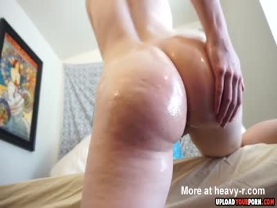 Solo Hottie Likes To Finger Her Pussy