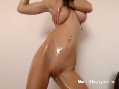 Oiling Her Perfect Body
