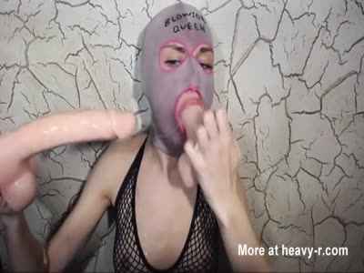 Deepthroat Dildo Gagging Queen