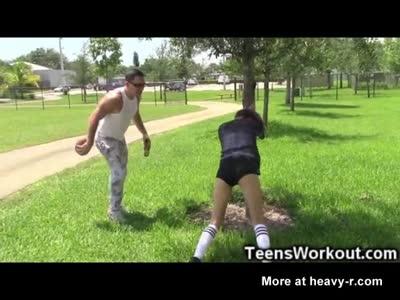 Calcio teenager ragazza ha un Training grezzo!