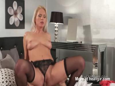 Cumshot On Pussy For MILF