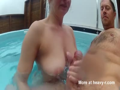 Amateur wife jerking in pool