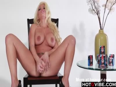 Curvy Blonde Pleasing Pussy
