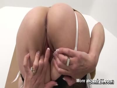 Mature Lady Fingering Her Pussy
