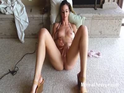 Hot Girl Masturbates