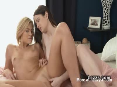 Fingering Hot Lesbian Girls