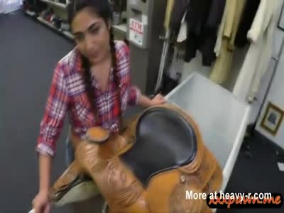 Country girl gets her butthole banged by pawn keeper