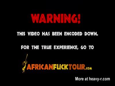 Amatrice africano succhia e viene sbattuto