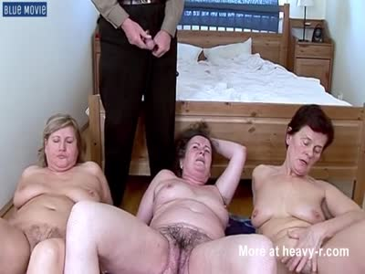 3 Ladies Getting Piss Shower