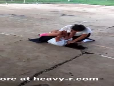 Violent schoolgirls fight