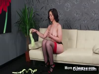 Frisky looker gets cumshot on her face gulping all the semen