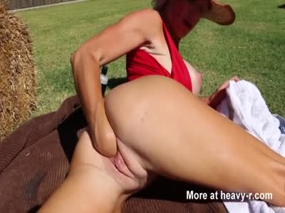 Blonde milf outdoor self fisting