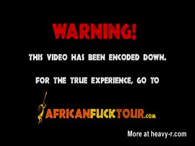 Bambina calda africana ha preso una bella scopata in una stanza d'albergo