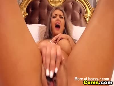 Horny Blonde Babe Playing Cunt Hard With Vibrator