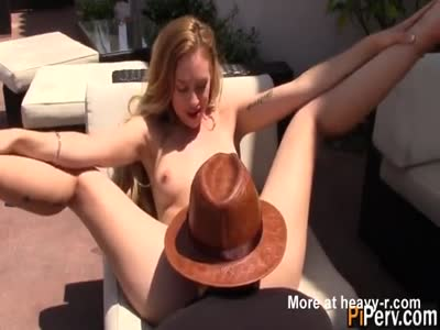 Teen Has Her Pussy Eaten OPutdoors
