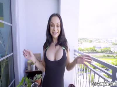Sexy MILF Crystal Rush takes a huge dick in her mouth