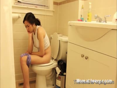 Hot Asian Girl Pooping