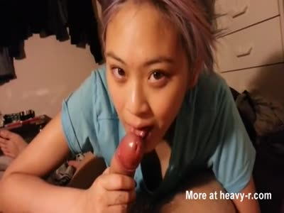 Beautiful chinese girlfriend sucking and swallowing cum