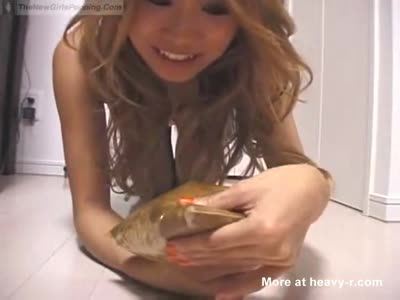 Asian girl shitting